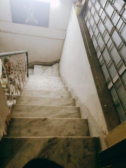 वसंत कुंज में प्रीति में सीढ़ी की तस्वीर