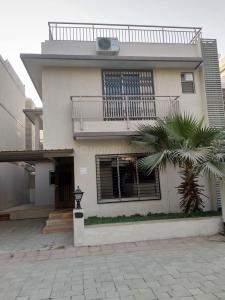 Gallery Cover Image of 2800 Sq.ft 4 BHK Villa for buy in Shela for 16000000