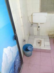 Bathroom Image of 550 Sq.ft 2 BHK Apartment for buy in Poonam Mercury Tower, Mira Road East for 6400000