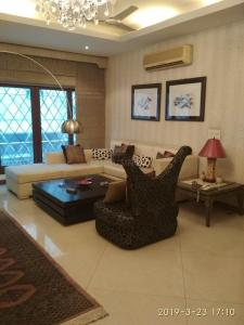 Gallery Cover Image of 2200 Sq.ft 3 BHK Independent Floor for buy in Panchsheel Park for 42500000