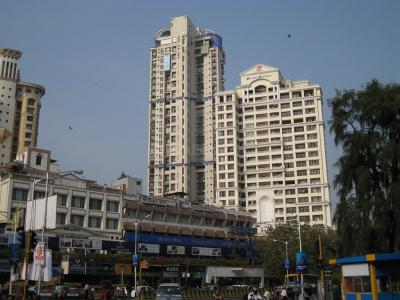 Gallery Cover Image of 1850 Sq.ft 4 BHK Apartment for rent in Prabhadevi for 280000