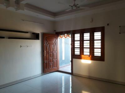Gallery Cover Image of 1100 Sq.ft 2 BHK Apartment for rent in Rajajinagar for 22000