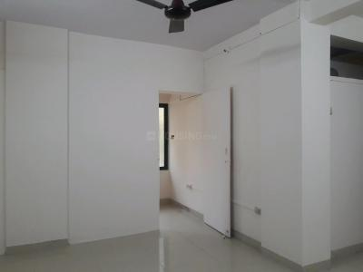 Gallery Cover Image of 900 Sq.ft 1 BHK Apartment for rent in Goregaon West for 32000
