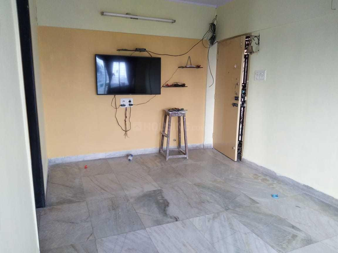Living Room Image of 610 Sq.ft 1 BHK Apartment for rent in Thane West for 20000