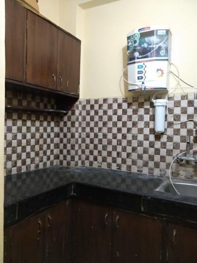 छत्तरपुर में गर्ल्स पीजी में किचन की तस्वीर