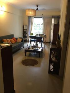 Gallery Cover Image of 1100 Sq.ft 2 BHK Apartment for rent in Malad West for 36000