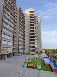 Gallery Cover Image of 1300 Sq.ft 2 BHK Apartment for rent in Chandkheda for 13000