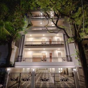Gallery Cover Image of 4500 Sq.ft 4 BHK Independent Floor for buy in West End for 160000000