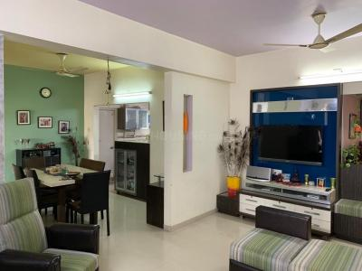 Gallery Cover Image of 2000 Sq.ft 3 BHK Apartment for rent in Satellite for 35000