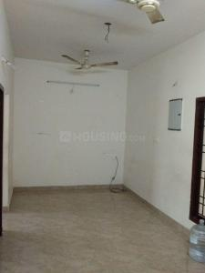 Gallery Cover Image of 1000 Sq.ft 2 BHK Apartment for rent in Ruby Paradise, Selaiyur for 15000