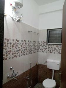 साकिनाका में नतलकर रियल इस्टेट में बाथरूम की तस्वीर