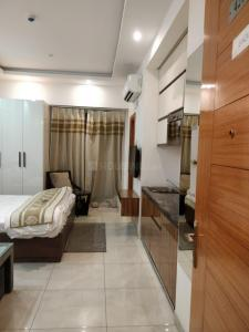 Gallery Cover Image of 535 Sq.ft 1 RK Apartment for buy in Supertech North Eye, Sector 74 for 2700000