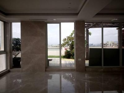 Gallery Cover Image of 2500 Sq.ft 4 BHK Apartment for rent in Santacruz West for 300000