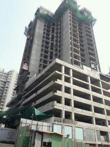 Gallery Cover Image of 750 Sq.ft 2 BHK Apartment for buy in Malad East for 15000000
