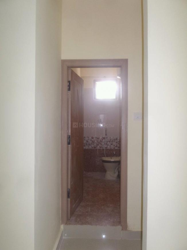Common Bathroom Image of 700 Sq.ft 1 BHK Apartment for rent in Saroornagar for 11000