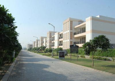 Gallery Cover Image of 2700 Sq.ft 3 BHK Independent Floor for rent in Sector 81 for 15000