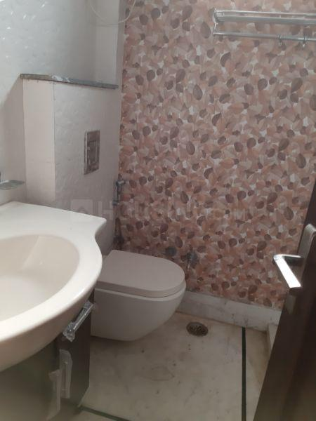 Common Bathroom Image of 1350 Sq.ft 3 BHK Apartment for rent in Janakpuri for 34000
