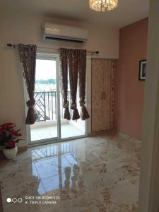 Gallery Cover Image of 920 Sq.ft 2 BHK Apartment for buy in SKA Metro Ville, Eta II for 3396000