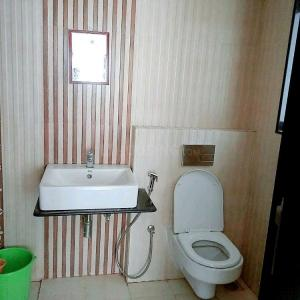 Bathroom Image of Oxotel Paying Guest in Mulund West