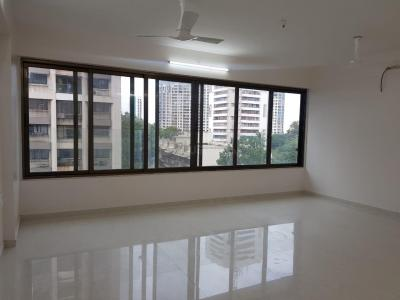 Gallery Cover Image of 2000 Sq.ft 3 BHK Apartment for rent in Marine Lines for 200000