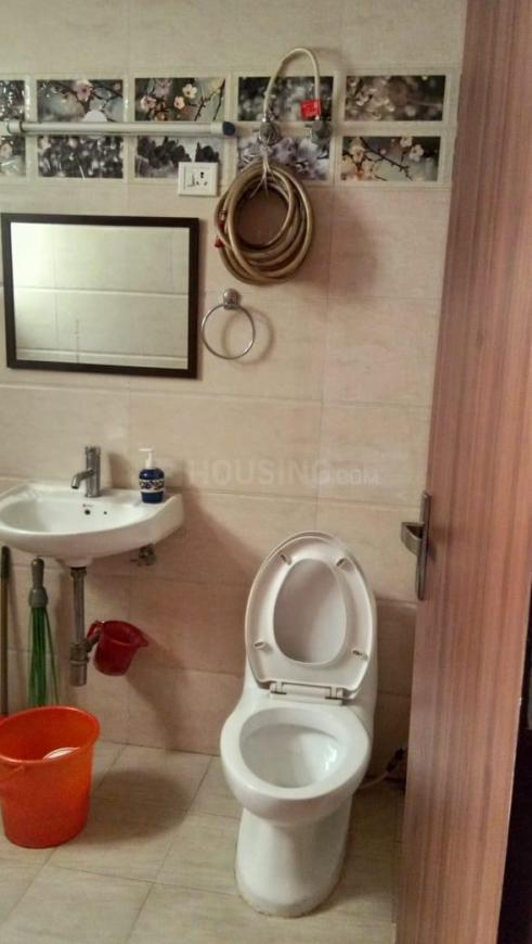 Common Bathroom Image of 1100 Sq.ft 2 BHK Apartment for rent in Sector 28 Dwarka for 17000