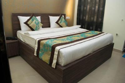 Gallery Cover Image of 1900 Sq.ft 3 BHK Independent Floor for rent in Unitech Nirvana Country, Sector 50 for 27000