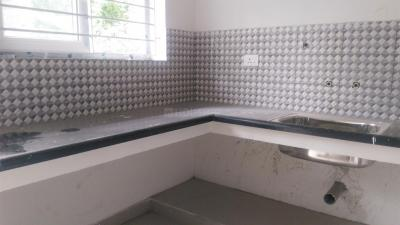 Gallery Cover Image of 1200 Sq.ft 3 BHK Apartment for buy in Pallikaranai for 6400000