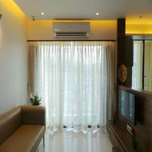 Gallery Cover Image of 600 Sq.ft 1 BHK Apartment for rent in Gundecha Sunflower, Kandivali East for 25000
