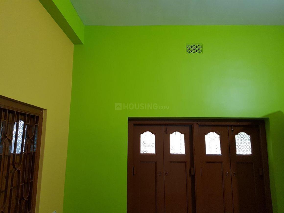 Bedroom Image of 1000 Sq.ft 2 BHK Independent Floor for rent in Thakurpukur for 8000