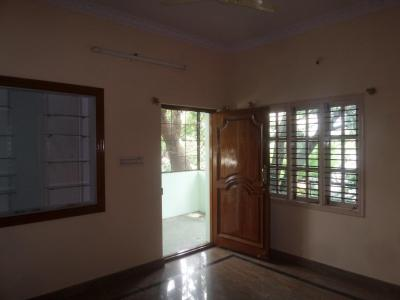 Gallery Cover Image of 700 Sq.ft 2 BHK Apartment for rent in Rajajinagar for 13000