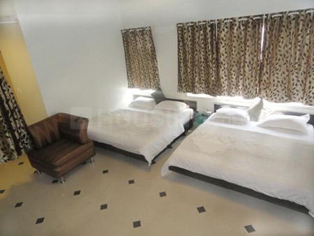 बसवानागुडी में होटल टैप गोल्डक्रेस्ट के हॉल की तस्वीर