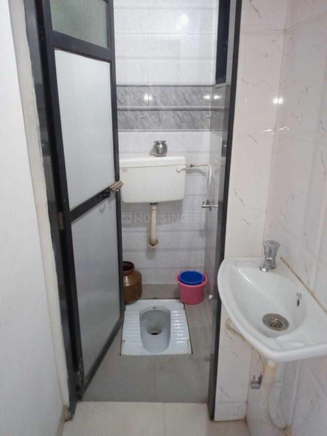 Common Bathroom Image of 650 Sq.ft 2 BHK Apartment for rent in New Panvel East for 14000