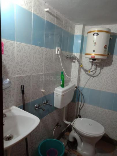 पालम विहार में रिलैक्स गर्ल्स पीजी के बाथरूम की तस्वीर