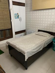 Gallery Cover Image of 150 Sq.ft 1 RK Independent Floor for rent in Palam for 5000