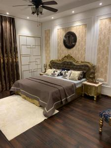 Gallery Cover Image of 2990 Sq.ft 4 BHK Apartment for buy in T And T Eutopia Phase 1, Siddharth Vihar for 17000000