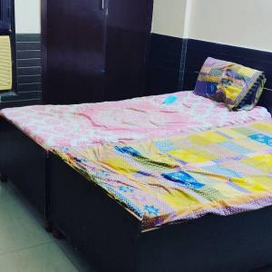Bedroom Image of Youth Hostel & Accommodation in Vaibhav Khand