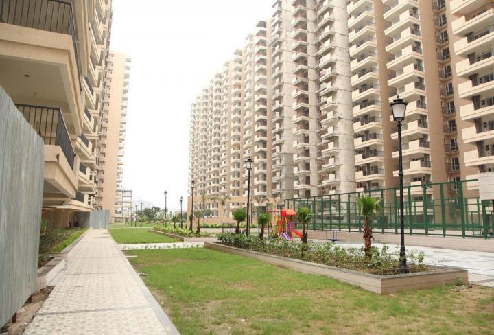 Building Image of 955 Sq.ft 2 BHK Apartment for rent in Omicron I Greater Noida for 9000