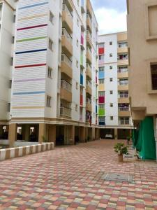 Gallery Cover Image of 901 Sq.ft 3 BHK Apartment for buy in Temple Waves, Thandalam for 3717000