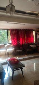 Gallery Cover Image of 950 Sq.ft 2 BHK Apartment for buy in Mazgaon for 28000000