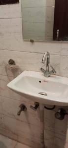 Bathroom Image of Saanvi PG in Sector 21