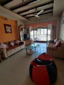 Gallery Cover Image of 1875 Sq.ft 3 BHK Apartment for rent in Vishal Residency, Satellite for 33000