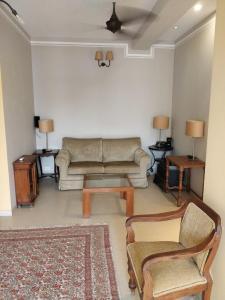 Gallery Cover Image of 2100 Sq.ft 3 BHK Apartment for rent in Ceebros Grayshott, Raja Annamalai Puram for 85000