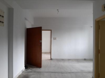 Gallery Cover Image of 1280 Sq.ft 2 BHK Apartment for rent in Sashwaat Golf Tower, Tollygunge for 25000