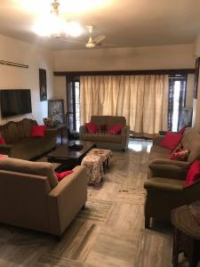 Gallery Cover Image of 1175 Sq.ft 2 BHK Apartment for rent in Banjara Hills for 30000
