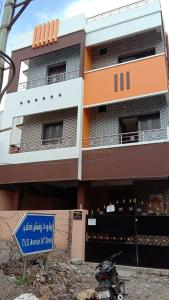 Gallery Cover Image of 1000 Sq.ft 2 BHK Independent Floor for rent in Thirumangalam for 20000