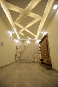 Gallery Cover Image of 590 Sq.ft 2 BHK Apartment for buy in Mithlesh Homes, Uttam Nagar for 2400000