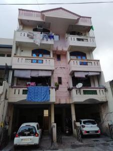 Gallery Cover Image of 900 Sq.ft 2 BHK Apartment for buy in Shastri Nagar for 3000000