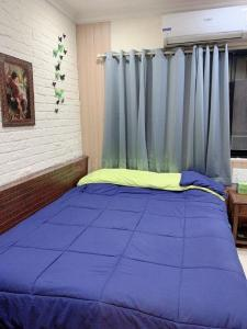 Gallery Cover Image of 550 Sq.ft 1 BHK Apartment for rent in RNA Oakland Park, Andheri West for 40000