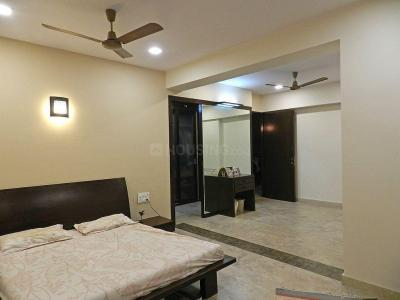 Gallery Cover Image of 800 Sq.ft 2 BHK Apartment for rent in Colaba for 130000