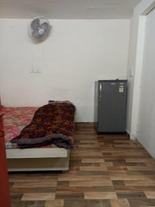 Gallery Cover Image of 150 Sq.ft 1 RK Apartment for rent in Vasant Kunj for 15000
